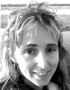 Hanna_with_wild_alligator_2012BW headshot